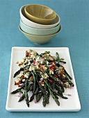 Green asparagus with blue cheese and peppers