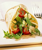Italia wraps (with tomatoes, rocket and Parmesan)