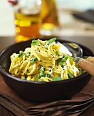 Spaghetti with peas and mint leaves