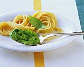 Spaghetti with herb cream