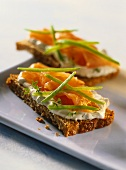 Linseed bread with low-fat quark and smoked salmon