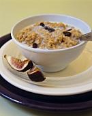 Porridge with raisins and figs