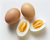 Boiled eggs, with and without shells