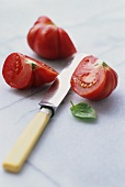 Tomato wedges with knife