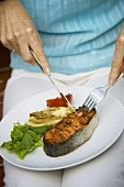 Barbecued salmon cutlet with vegetables