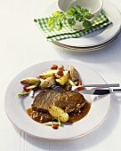 Rump steak with onion sauce and country potatoes
