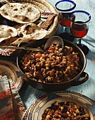 Chili con carne with wheat tortillas