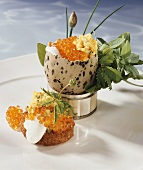 Scrambled egg with herbs & salmon trout caviare in eggshell