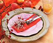 Place setting decorated with Calocephalus and rose hips
