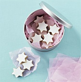 Cinnamon stars on paper and in biscuit box
