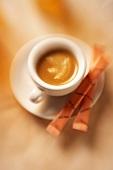 Espressotasse mit Zuckertüten