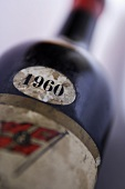 Label of a 1960 red wine bottle, close-up