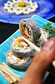 Futo maki with avocado, crabmeat and caviar