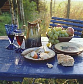Hearty snack with cheese, fruit and wine (autumn)