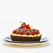 Small berry cake with lemon cream