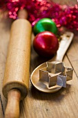 Utensilien für die Weihnachtsbäckerei