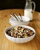 Wholefood muesli with dried fruit