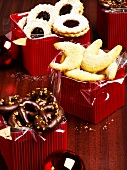 Vanilla crescents, Linzer biscuits & chocolate pretzels in boxes