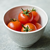 Fresh tomatoes in a ceramic bowl