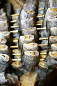 Fische werden gegrillt (Thailand)