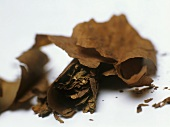 Dried tobacco (can also represent wine bouquet)