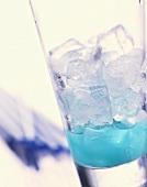 Blue Sky: Cocktail mit alkoholfreiem Blue Curacao