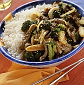 Beef and vegetable stir-fry with sesame seeds and rice