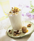 Yoghurt cream with honey and nuts