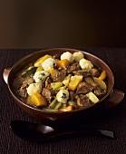 Lammeintopf mit Gemüse und Klösschen