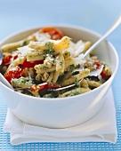 Nudeln mit Pesto und Tomaten
