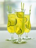 Drei Gläser Caipirinha