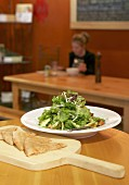 Mixed salad leaves with pizza bread