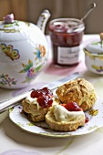 Cornish Cream Tea (Scones mit Konfitüre, Clotted Cream, Tee)