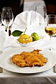 Wiener schnitzel (veal escalopes) with lemon & white wine