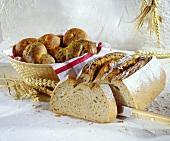 Roggen-Weizen-Mischbrot und Hefezöpfe