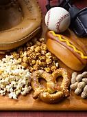 Knabberzeug und Hot Dog zum Baseball