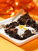 Baked chocolate pudding with cream