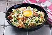 Spaghetti carbonara with bacon and egg