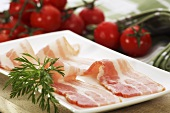 Rashers of bacon and tomatoes