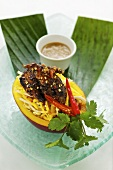 Mango and quail salad with coriander and peanut sauce (Asia)