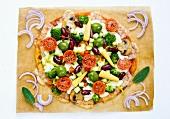 Bunte Gemüsepizza mit Maiskölbchen