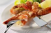 Peeling sauteed shrimp