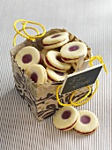 'Karlsbader' lemon rings (jelly filled cookie) for gift giving