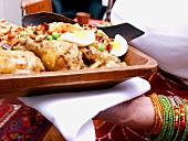 Afrikanisches Hühnchen mit Erdnüssen und Ei