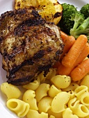 Barbecued chicken breast with noodles and vegetables