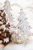 Gingerbread trees with glacé icing and Elisen gingerbread