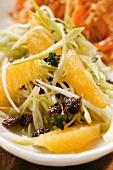Raw vegetable salad with leeks, raisins and oranges