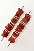 Poularde kebabs with bacon and peppers
