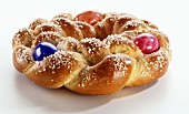 Bread ring with Easter eggs and sugar
