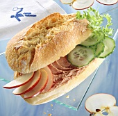 Fitness sandwich: spreading sausage, cucumber & apple